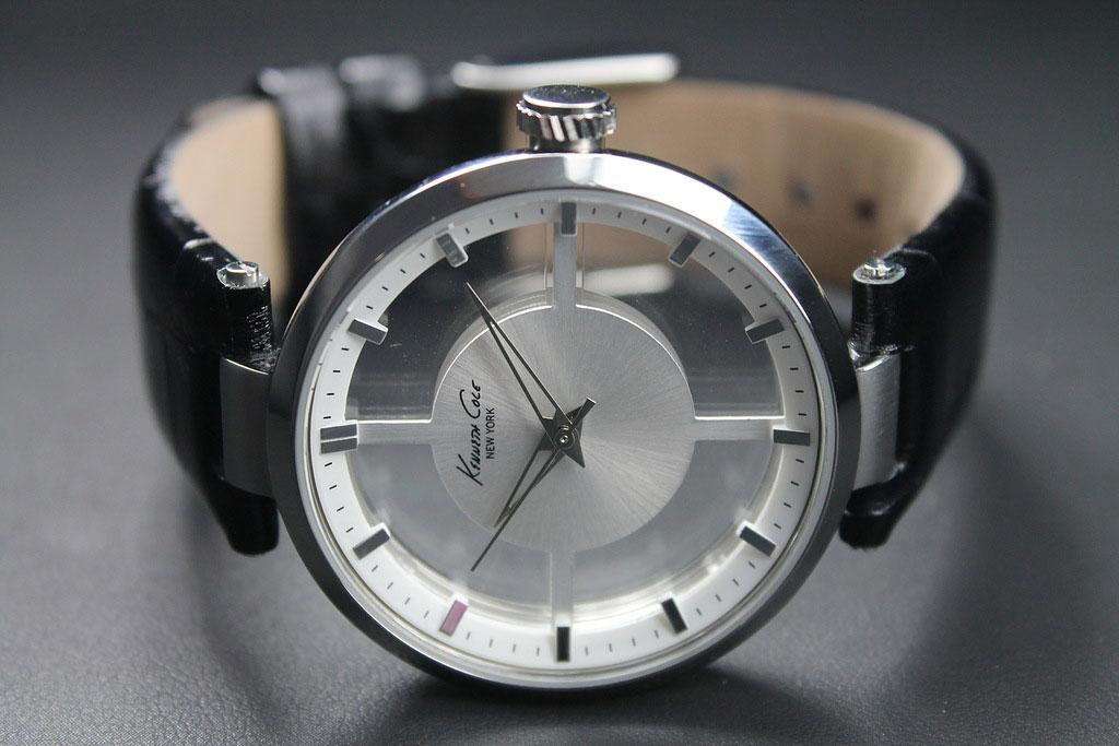 Прозрачные часы наручные для