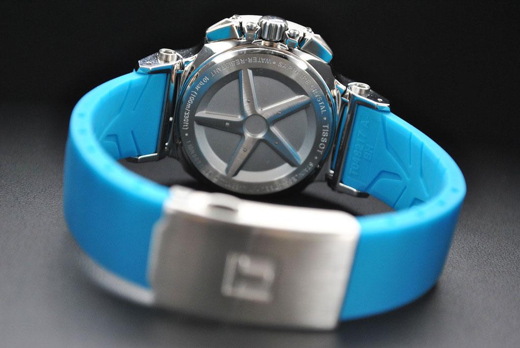 d8641928 ... каучуковый ремешок, на внутреннюю сторону которого нанесен рисунок  протектора шин, и даже задняя крышка, выполненная в виде диска! Отличные  часы для ...