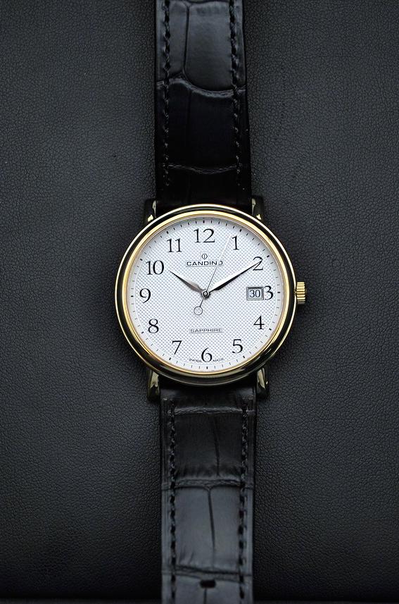 Классическое решение – часы с часовой, минутной, секундной стрелками и  календарем (окно даты), без иных усложнений. 3da2b7ebb66