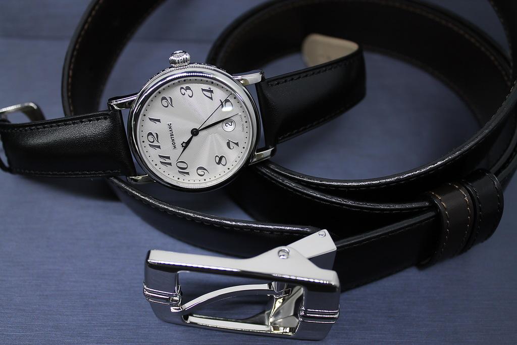 Часы с браслетом и костюм