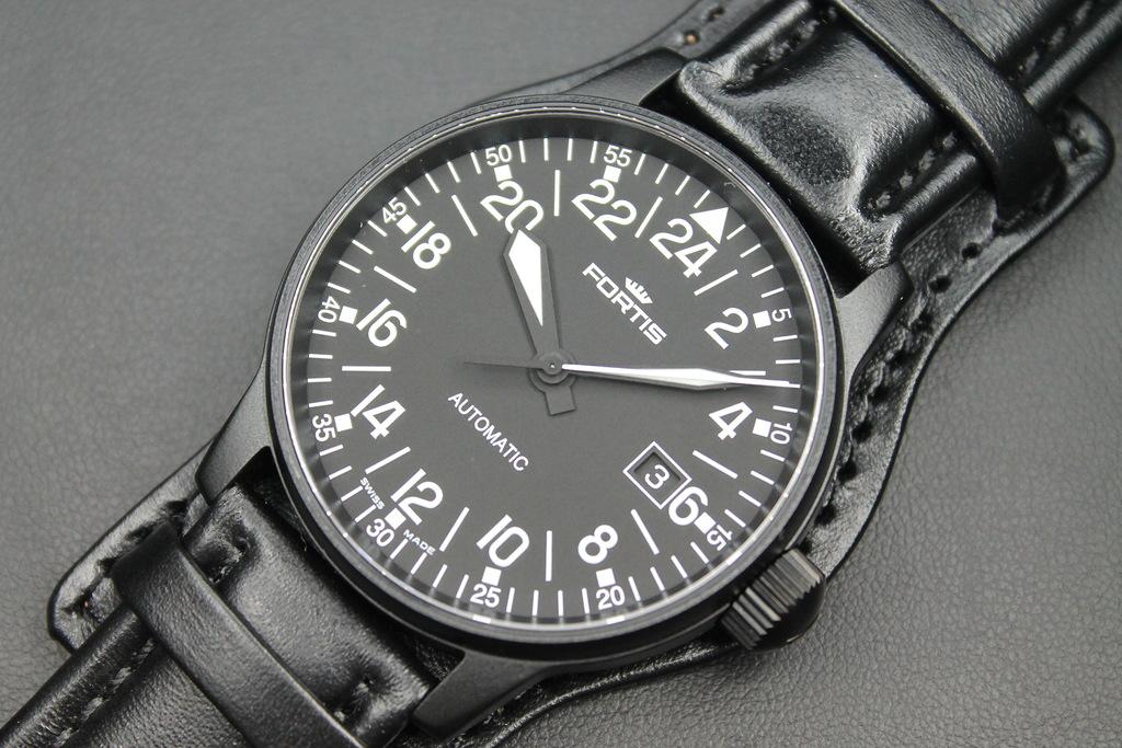 В этом разделе вы найдете специальные наручные часы с 24 часовым циферблатом.