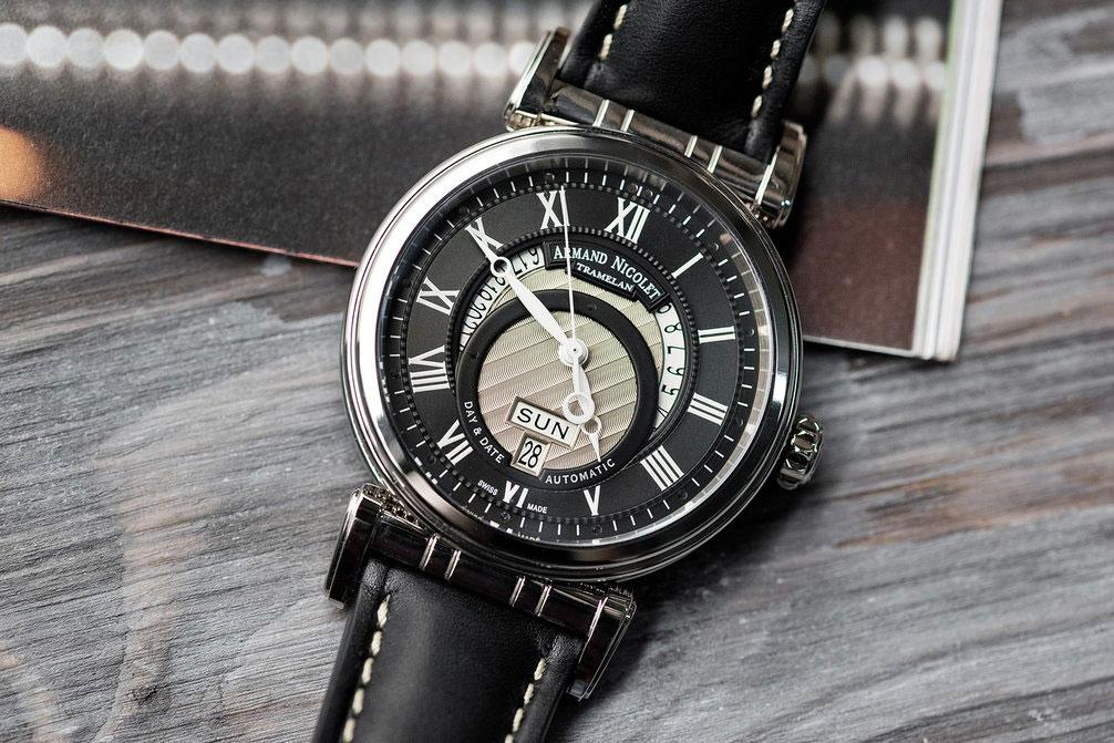 1be3431c Но еще в 1777 году мастер часового дела из швейцарского кантона Невшатель  придумал усложнение, позволяющее заводить часы прямо в процессе носки, ...