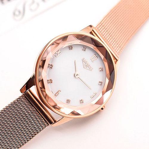 Часовой бренд 33 Element олицетворяет универсальную европейскую  элегантность современного человека  мужские и женские модели могут  похвастаться узнаваемыми ... cbcab6f6cd8