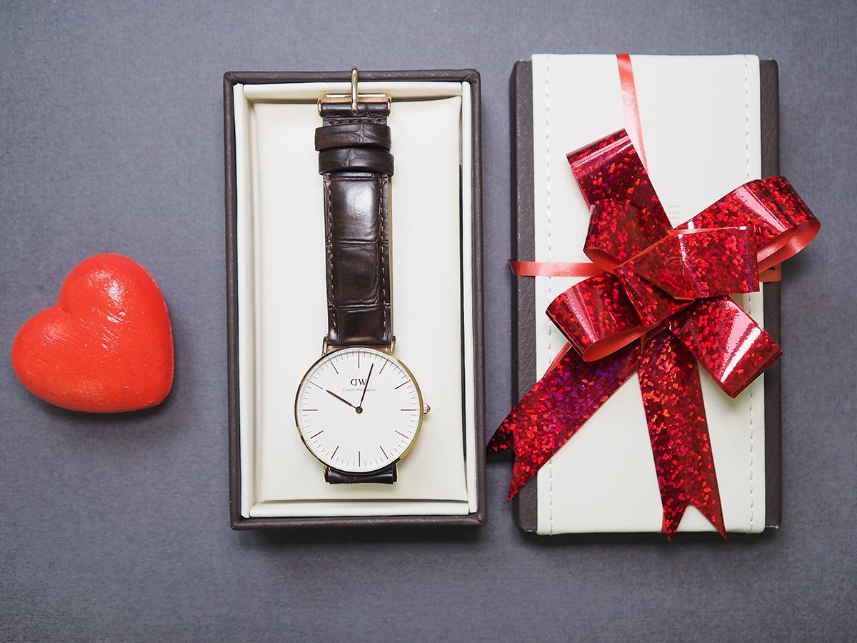Своей девушке часы подарит