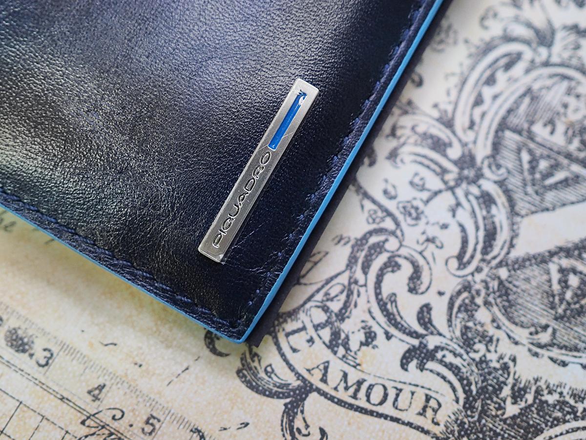526737cfa0939 В некоторых моделях также есть небольшой кармашек для мелочи и пластиковое