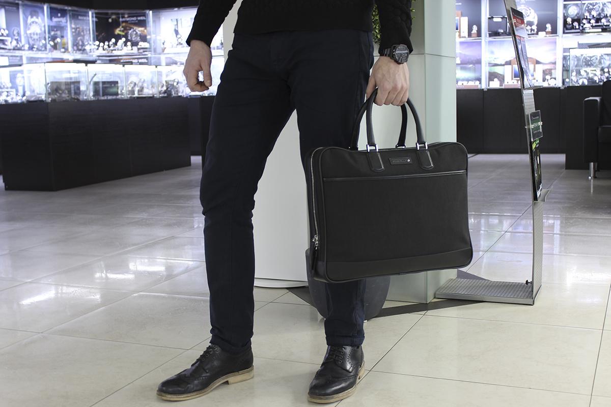 97b151191961 Но в действительности художники и дизайнеры находят способы выйти за  границы известного канона. Прежде всего, портфели различаются по стилю: это  может быть ...