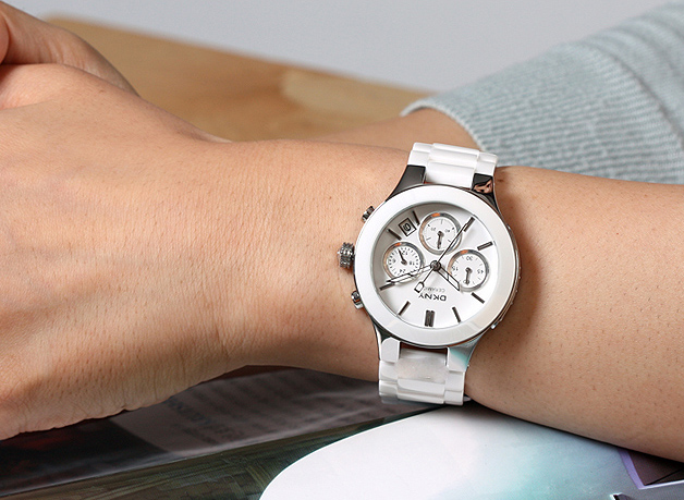 5840c569fbeb Успокаивающие тёмные часы из коллекции Ceramic от Claude Bernard являются  полной противоположностью светлым моделям. Не только благодаря чёрному ...