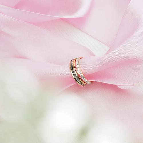 Свадьба, несомненно, является одним из самых важных и ответственных событий  в жизни влюбленных, с которым связано ряд традиций. Обмен обручальными  кольцами ... 1886a5de487