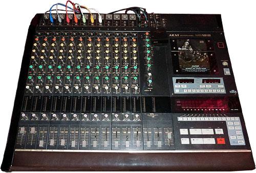 12-ти канальный кассетный рекодер AKAI MG1212.