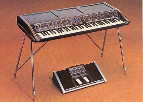 Полифонический синтезатор Moog Polymoog, 1975