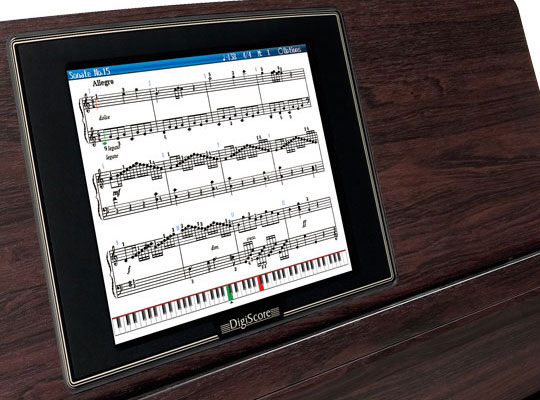 Широкий дисплей цифрового пианино Roland HPi-7F.