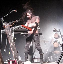 Живое выступление на синтезаторе Access Virus Ti в поддержку Ramstein