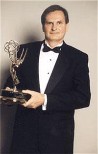 В 1996 году Национальная Академия телевизионных искусств и наук отметила Nady Systems премией Эмми за Выдающиеся технические достижения в разработке технологии беспроводных микрофонов.