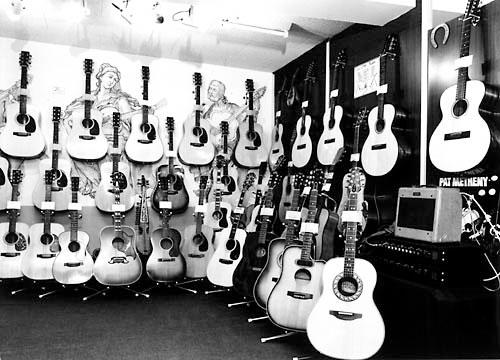 Гитарный салон VESTAX в Токио.