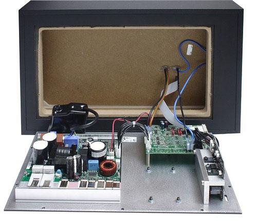 Обратная сторона открытого монитора Adam S2.5A