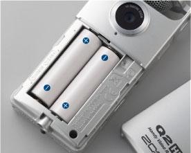 Видеорекордер ZOOM Q2HD работает от батарей