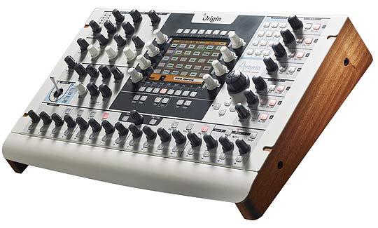 Бесклавиатурный полифонический виртуально-аналоговый синтезатор Arturia Origin